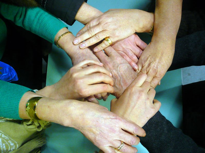 Réseau vivre paris ! mains réunies