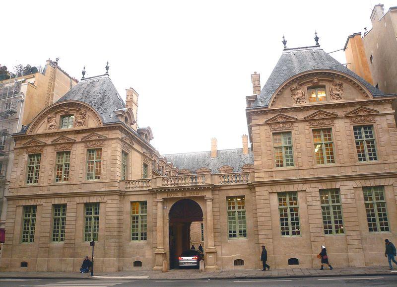 St antoine hotel de sully facade rue bis