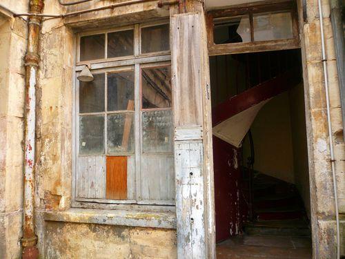 Michel le comte 25 couloir escalier porte sur cour