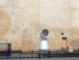 Fontaine stravinski mur tagué nettoyé (3)