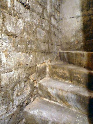 Francs bougeois 39 sté des cendres escalier