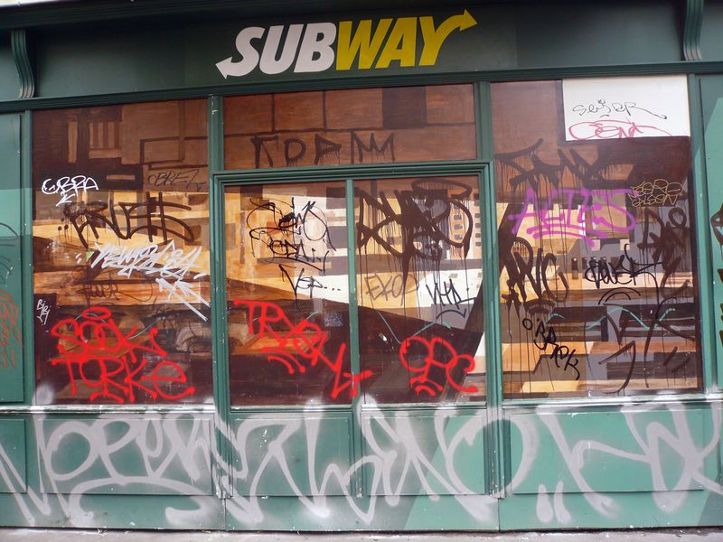 Bretagne devanture subway taguée