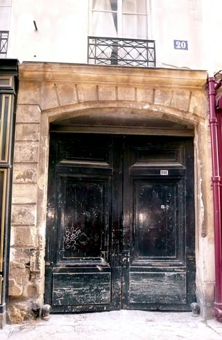 Gravilliers 20 portail louis XIV