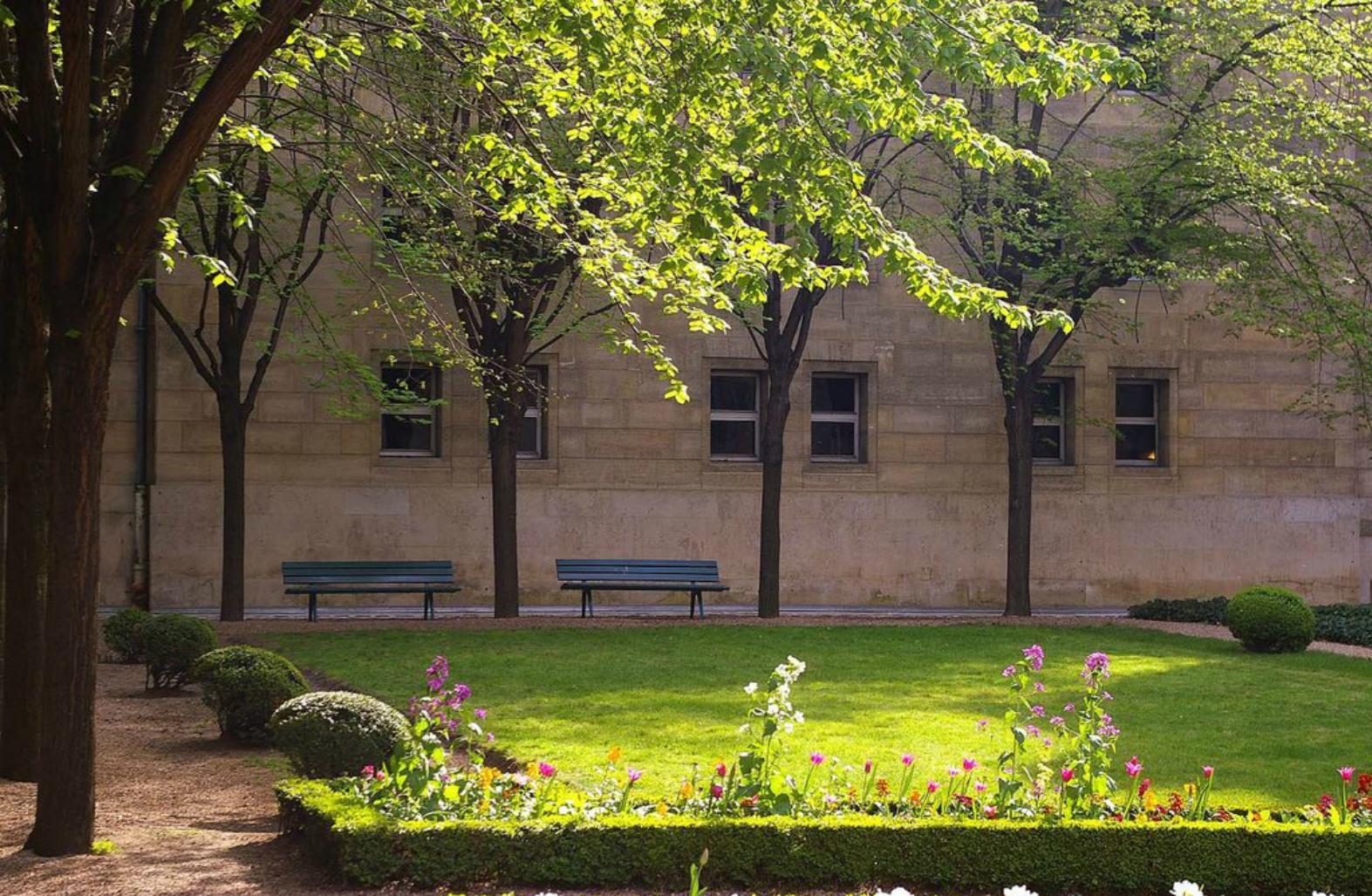 Vivre le marais la verdure dans le marais for Le jardin moghol 53 rue vieille du temple