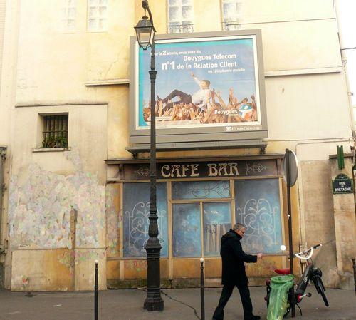 Bretagne devanture café ancien bis cadrée