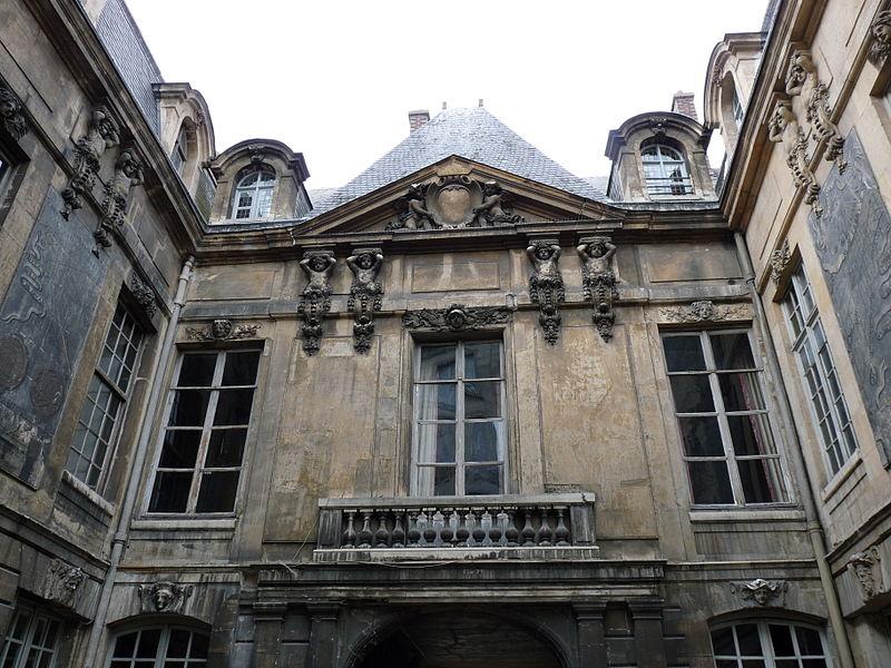 800px-Paris_hotel_des_ambassadeurs_de_hollande18