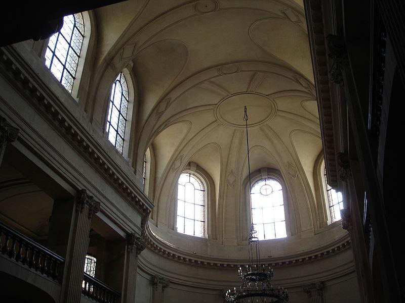 800px-Rue_des_Archives-Eglise_des_Billettes-Inside-2 (1)
