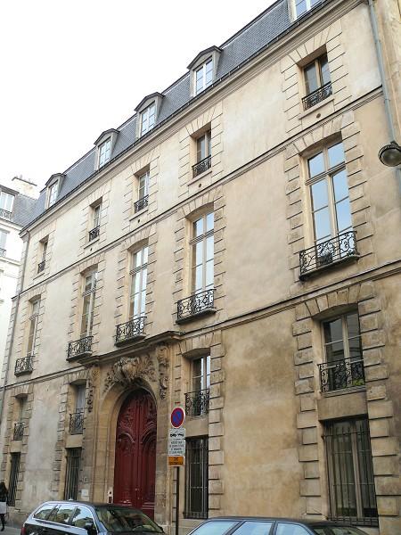 vivre le marais vivre paris centre les deux tr s beaux h tels de jean thiriot. Black Bedroom Furniture Sets. Home Design Ideas