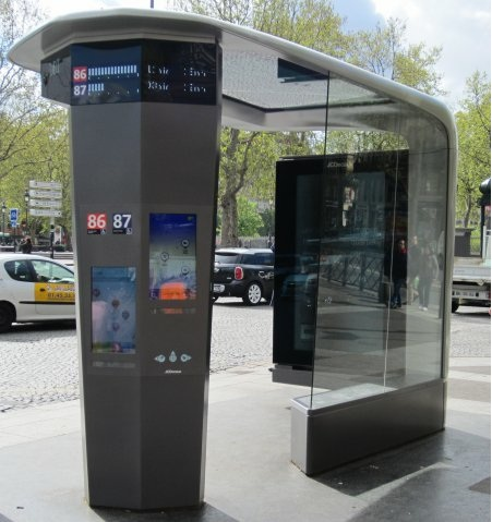 Abri-bus-station-place-bastille-ratp-jc-decaux-paris