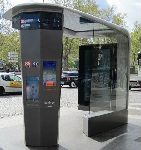 Abri-bus-station-place-bastille-ratp-jc-decaux-paris