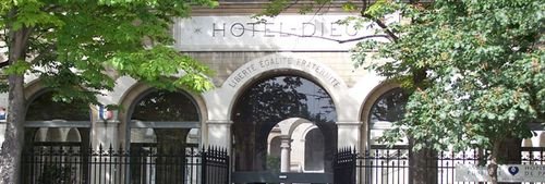 Entree_Hotel-Dieu_de_Paris