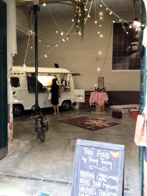 Vivre le marais vivre paris un food truck dans un for Garage du marais sucy