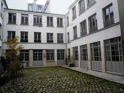 Michel le comte 25 bâtiments sur cour 02 11 15