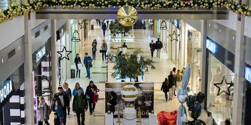 La-musique-est-omnipresente-dans-les-centres-commerciaux_4060196_1000x500