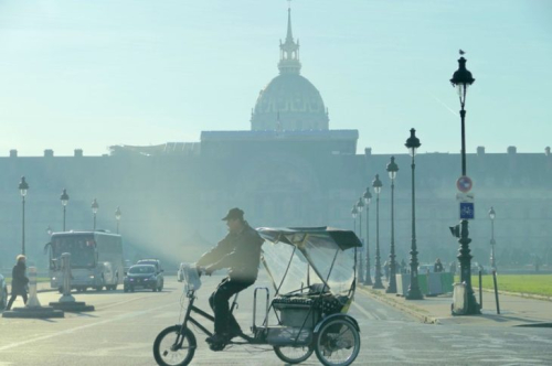 Invalides-a-paris-lors-du-pic-de-pollution-en-france-le-1er-decembre-2016-730x485
