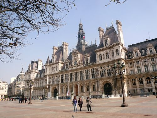 Hôtel de ville et esplanade mars 2011
