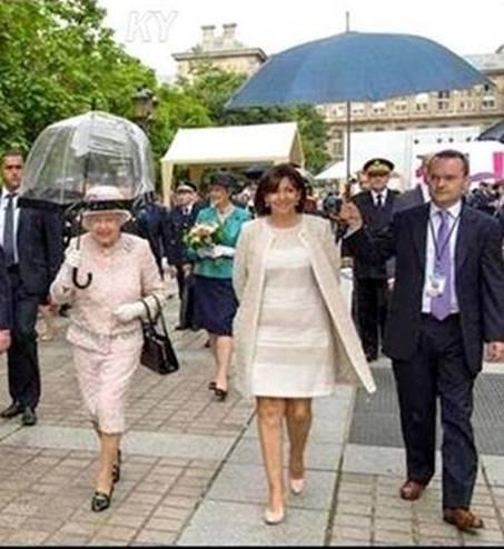 Hidalgo et reine angleterre parapluies 2014