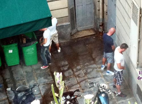 Ste croix square personnes urinant juin 2011