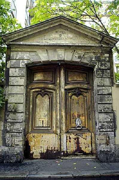 Hôtel raoul portail avant dégradations