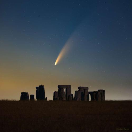 Comète NEOWISE Stonehenge