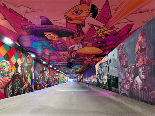 Tunnel tuileries street art