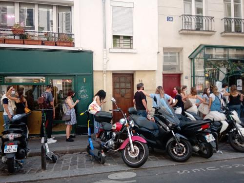 Restaurant biglove-file d'attente qui bloque
