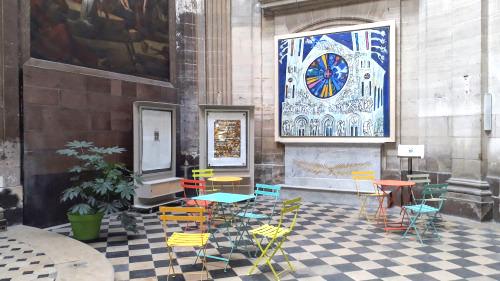 St merri chaises tables