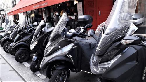 Motos garées rambuteau 29 01 21